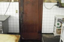 60年前の冷蔵庫ドアを交換