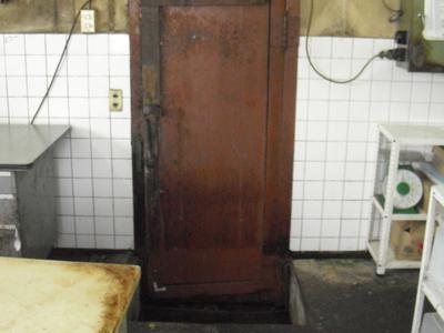 60年前の冷蔵庫ドアを交換のサムネイル